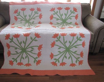 Quilt. Extremely Rare Hand Pieced Vintage Quilt. Twirling Tulips Quilt from The 1930's. Immaculate Condition.