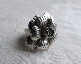 Flower ring sterling silver / 925 Sterling Silver Ring / Vintage flower ring / boho flower ring / large flower ring / Floral Ring Wide Band