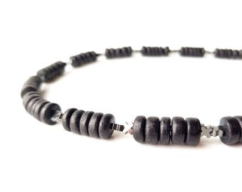 """Men's necklace in black wood and hematite. """"Equis"""""""
