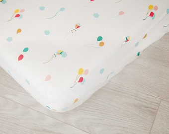 Organic Fitted Crib Sheet | Balloons and Kites