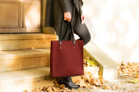 Felt TOTE BAG with leather straps / wool felt / maroon felt / burgundy bag / felt bag / wool felt bag / handmade / made in Italy