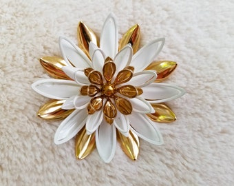 Vintage Sarah Coventry Water Lily Flower Brooch - Gold & White Enamel - excellent condition!