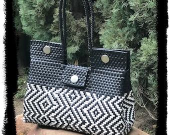 Medium black and white Ethnic handbag, Hand-craft Bag, Oaxaca HandBag, Handwoven Plastic Bag, Mexican Handmade Bag.