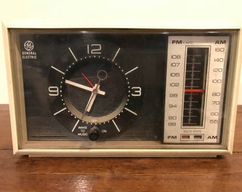 1960s GE Clock Radio Model C4500A