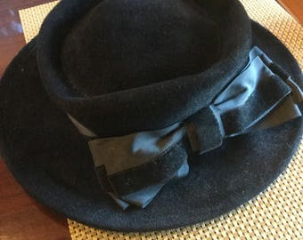 Vintage black hat with bow
