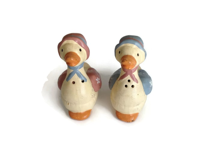 Salt and Pepper Shakers, Vintage Shakers, Duck Salt and Pepper, Country Kitchen, Kitchen Decor, Ceramic Figurine Shakers