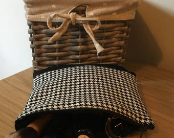 Small Dogtooth Check Cosmetic Bag