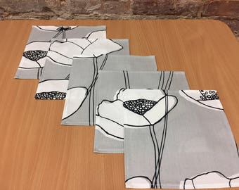 Cotton Fabric napkins Grey napkins with white poppy Table decor Home decor Scandinavian design Mother's Day gift Fabric placemats