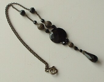 Late Victorian/Edwardian pendant drop mourning necklace