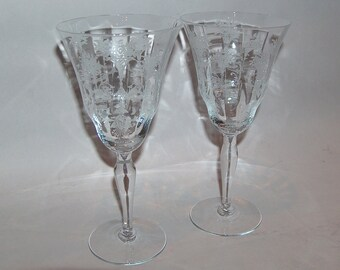 p7870: Vintage Morgantown Set 2 Mayfair Etching Water Goblets Optic Stem Elegant Glass at Vintageway Furniture