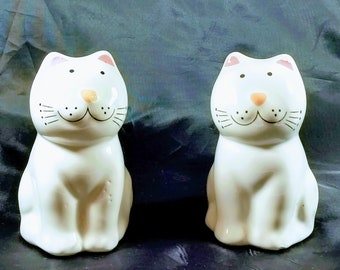 Cute kitty salt and pepper shakers