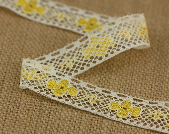 3 Yards of Vintage Floral Lace in Cream and Yellow 0.6 Inches Wide