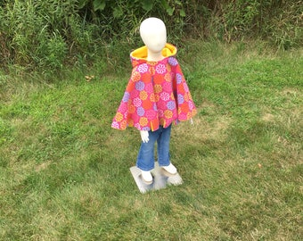 Car seat poncho, children's fleece poncho, reversible poncho, pink with flowers toddler Poncho, girl poncho, girl poncho, cape, hooded