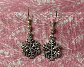 Vintage 925 Sterling Snowflake Drop Pierced Earrings