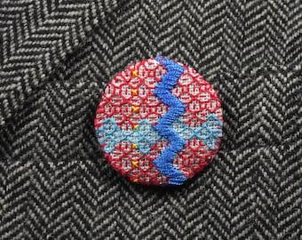 Chevron rouge et bleu brodé Badge