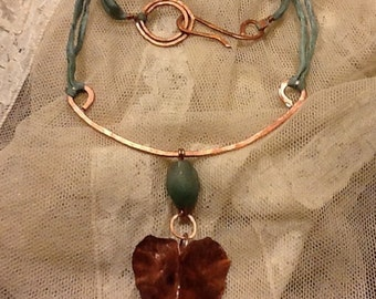 Copper necklace, aventurine and silk.