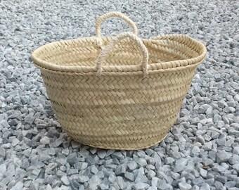 Einkaufstasche. Stroh-Handtasche. Tasche Dekoration Seilgriffen. Größe S. kleine Stroh Korb. Sommer-Handtasche. Stroh Tote Größe S.