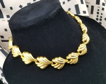 Classic Gold Tone Leaf Style Necklace