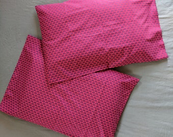 "Fuschia Paisley Pillowcase Set - Pink and Navy - Standard Size - Cotton - 20 x 29.5"""