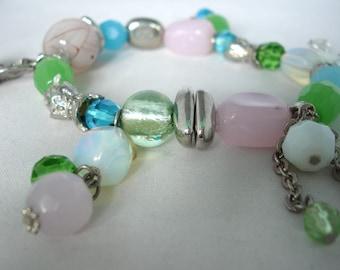 Verre pastel perle Charm Bracelet multicolore-bleu, rose, vert, blanc - verre & idée de cadeau - élastique - de perles - bijoux fantaisie en métal