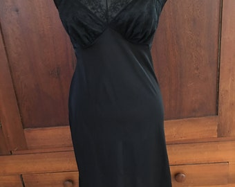 34 /Vanity Fair/Vintage Full Slip/ Black/ Size 34