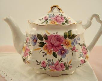 Vintage Arthur Wood England Teapot 4 Cup Teapot Pink Rose Staffordshire England Teapot 1970s Shabby Cottage Chic Vintage Tea Party