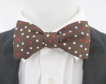 Men's bowtie -  chocolate brown with pink, white and blue spots  ~ bowtie, tie , neoud ,wedding bowtie