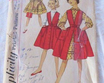vintage SIMPLICITY 3138 sewing pattern-- Girls Dress (size 8)--1959
