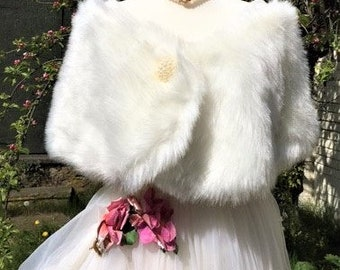 Faux Fur Bridal Wrap. Retro- Off-White Faux Fur Stole with Faux Pearl Brooch trim and Press-Stud Fastening. Satin Lining. Handmade item