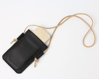 Leather cell phone bag in black to put