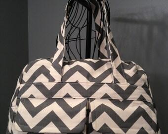 Gris Chevron pañalera - estilo del bolso de Doctor