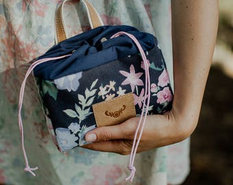 Floral makeup bag / upcycling cosmetic bag / small pouch / upcycling makeup bag / washable paper handle