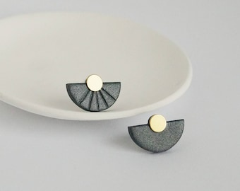 Half Moon mismatch earrings Mismatched half circle earrings Black and gold stud earrings Minimal jewelry Contemporary earring Modern jewelry