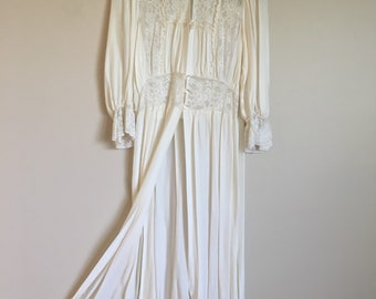 1940's White Lace Dressing Gown fly away skirt Peignor Robe