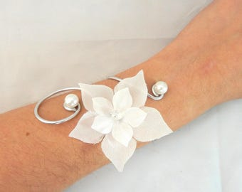 Matt - White flower Bracelet