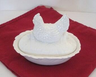 Quon-Quon Small White Ceramic Chicken 2-Piece Dish 1983 Japan