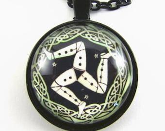 MANX Mann TRISKELE Herrenhalsband--Celtic design dreibeinigen Symbol der Isle Of Man Einheit der Natur, Geschenk für einen Läufer oder Leichtathlet