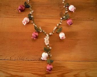crochet tulip necklace, pink maroon