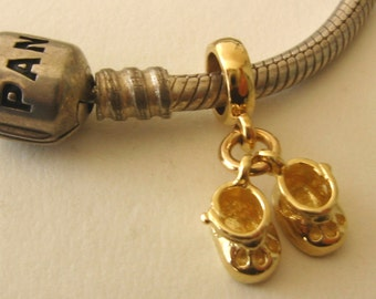 Genuine SOLID 9K 9ct YELLOW GOLD Charm Baby Booties Drop Bead