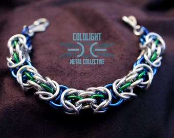 Blue, Green, and Bright Aluminum Trizantine Chainmail Bracelet