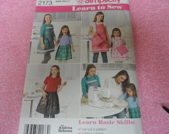 Simplicity 2173 Learn to Sew Pattern Girls Apron Pattern Sizes 3-6 Uncut