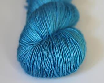 Atelier Summit Hand Dyed Merino Silk Single Fingering Yarn | Sailing