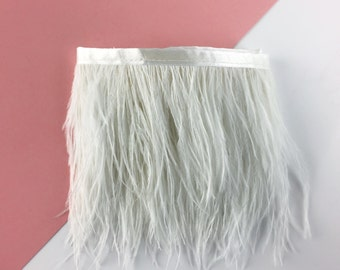 Ribbon of white ostrich feathers / from 30 cm