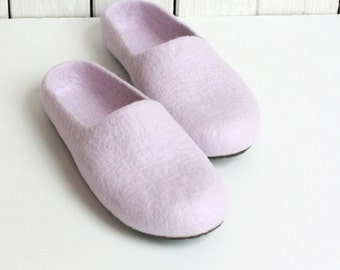 Women house shoes, light lila felted wool slippers, Christmas gift, felt womens slippers, wool slippers, house shoes valenki felt wool clogs