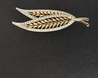 Gold brooch with a Leaf and Swarovski Crystal design