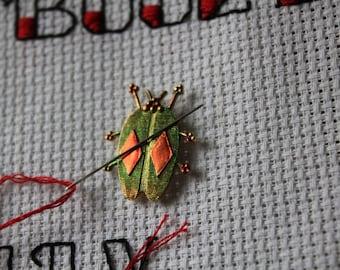 Beetle Bug needle minder.