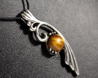 Volute, sterling silver pendant with 10 mm stone