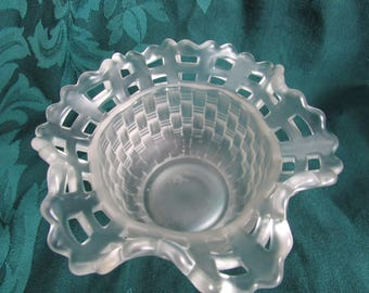 Fenton  Vintage Frosted Basket Weave Rose Bowl