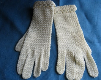 Vintage Wrist Length Cream Knit Gloves with Pearl Trim