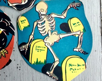 1948 Glow-in-the-Dark Halloween Party Decoration DANCING SKELETON Design